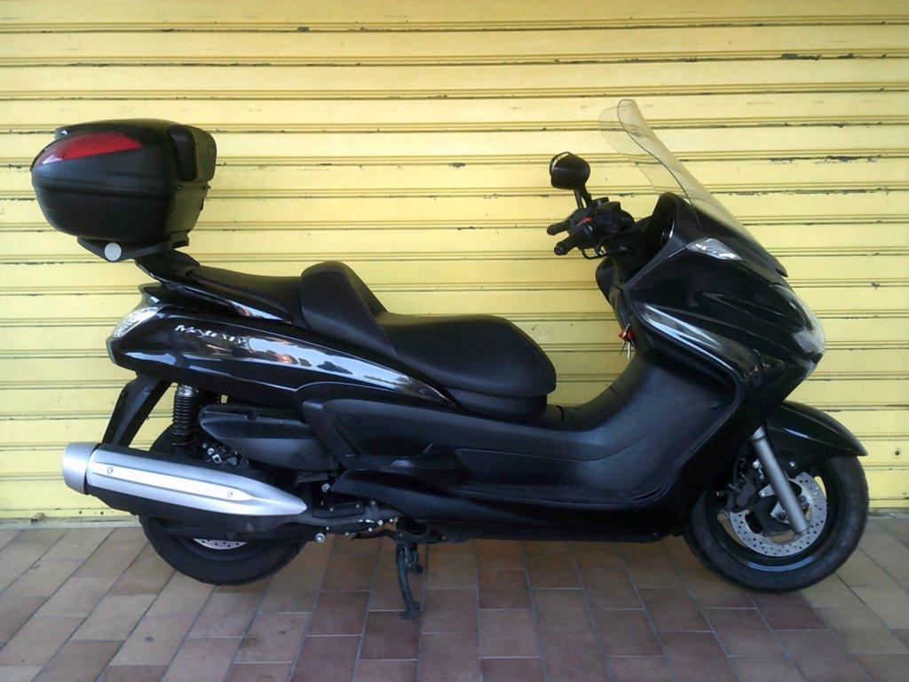 thumb_651448340-0